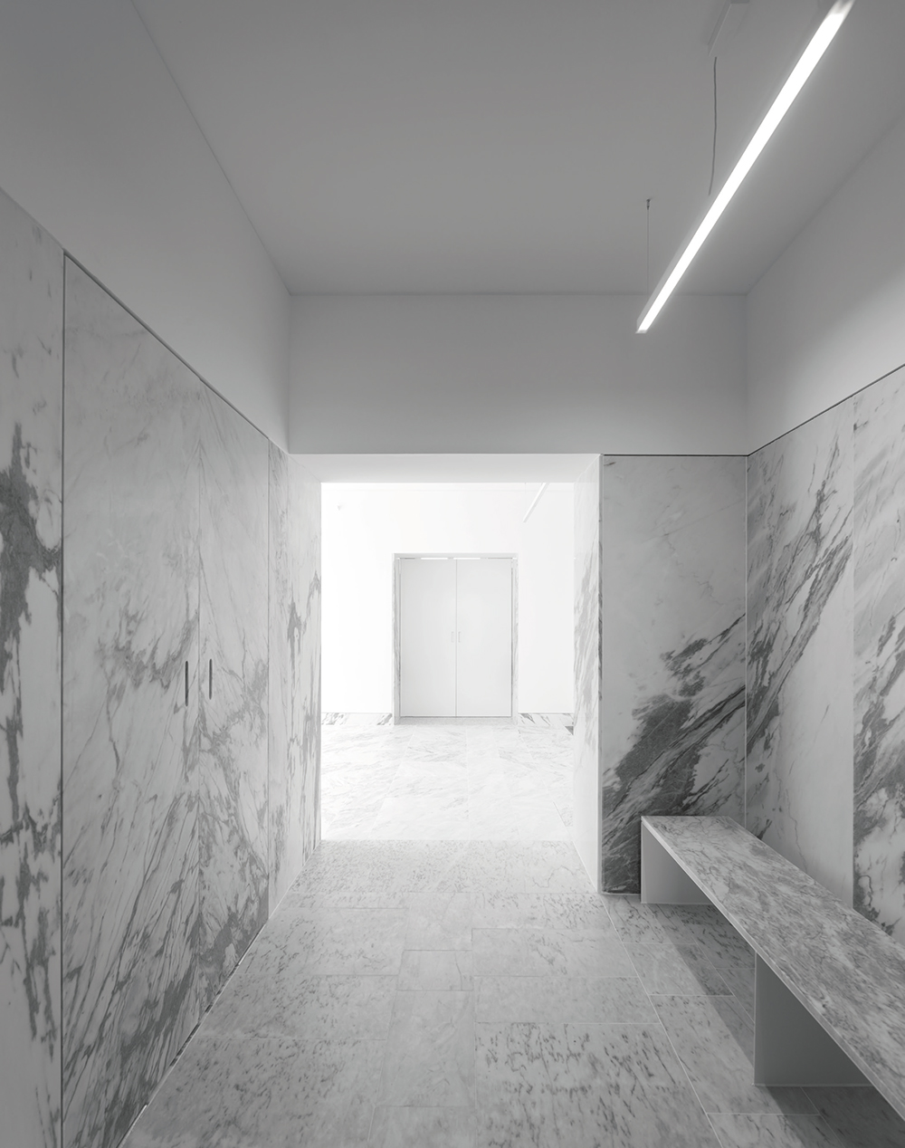 MARBLE AND BRIGHT SPACES: TAPESTRY MUSEUM CVDB ARQUITECTOS
