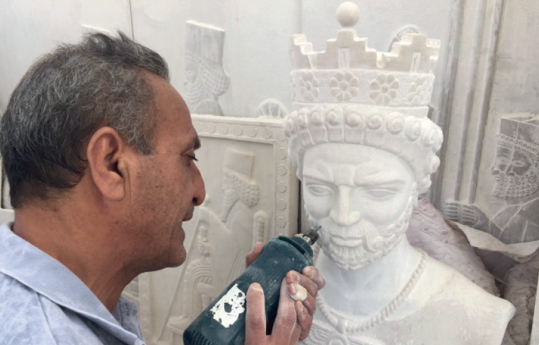 A SCULPTOR PROVIDING SERVICES FOR THE TURKISH NATURAL STONE INDUSTRY: HASSAN EBRAHIMI